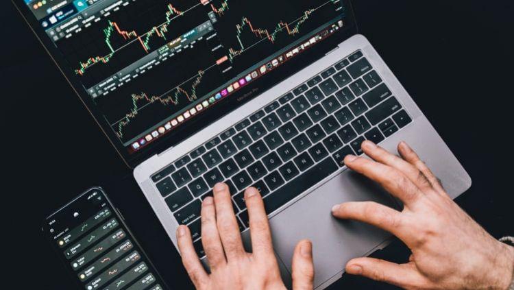 Kriptovaliutų prekyba – ką būtina žinoti prieš atidarant savo pirmąjį sandorį?