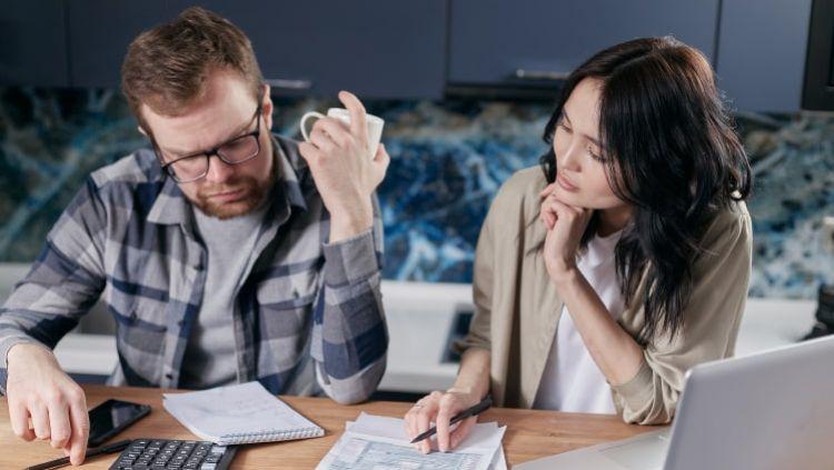 Paskolos ir kreditai turintiems skolų – kada laikas spręsti savo finansinius rūpesčius?