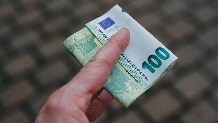 alternatyvos kaip investuoti 100 euro į kriptovaliutą