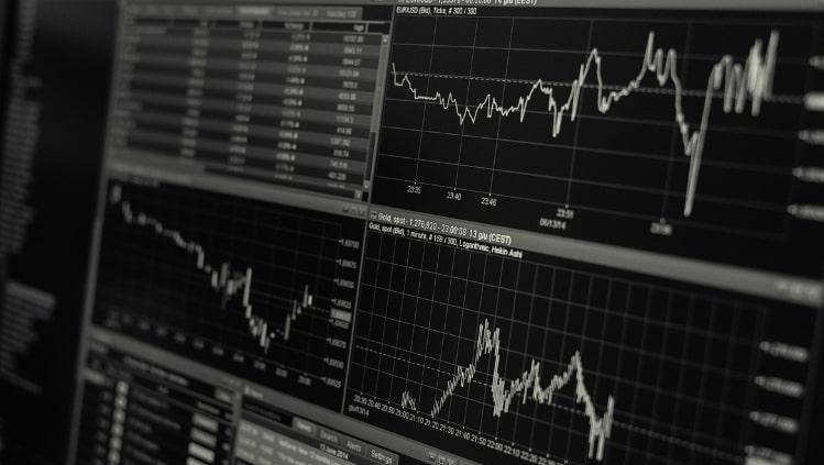 pakuotojų prekybos galimybės parinkčių koregavimo strategijos